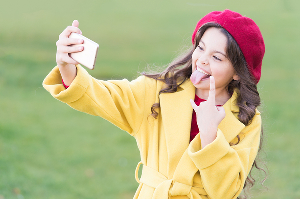 Young female teen taking a selfie.