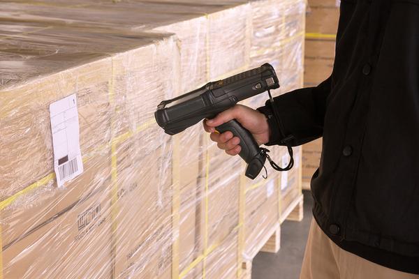 Worker using a scanner for enterprise labeling