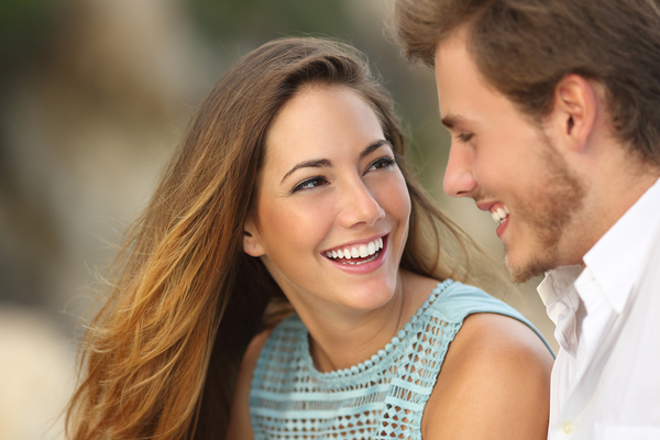 What is a cosmetic dentist