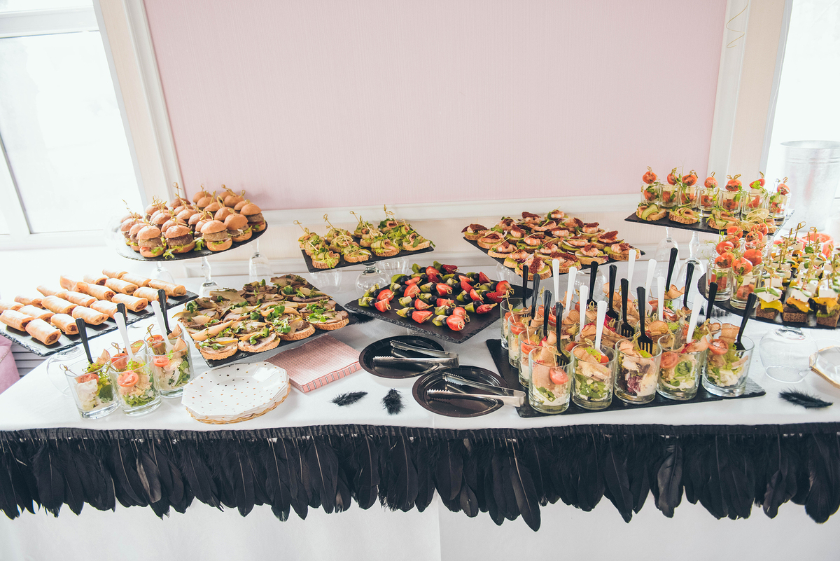 Appetizers spread out on a table.