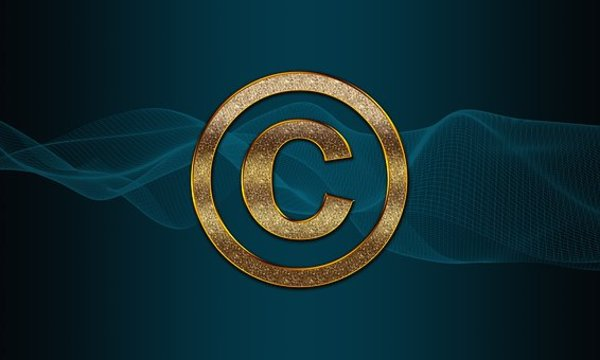 The letter C in a gold circle.