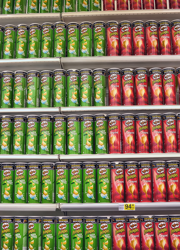 Shelves filled with Pringles.