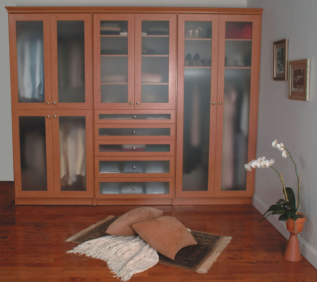 Reach in wardrobe closet with beuatful glass door inserts