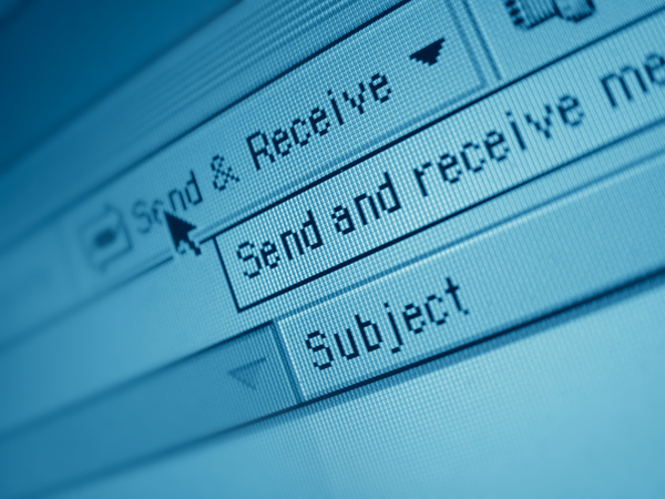 E-mail Versus Face-to-Face Communication: Maximizing Impact - Featured Image