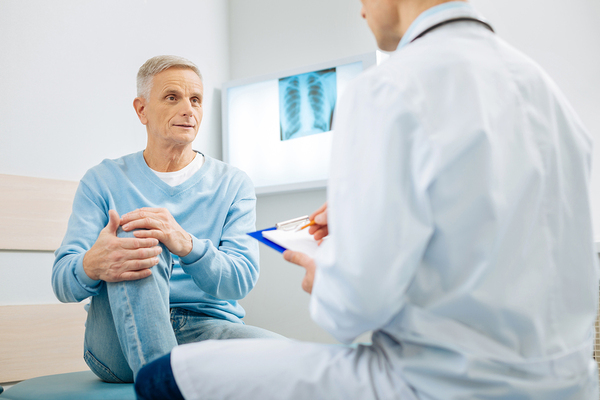 Medical doctor talking with a patient.