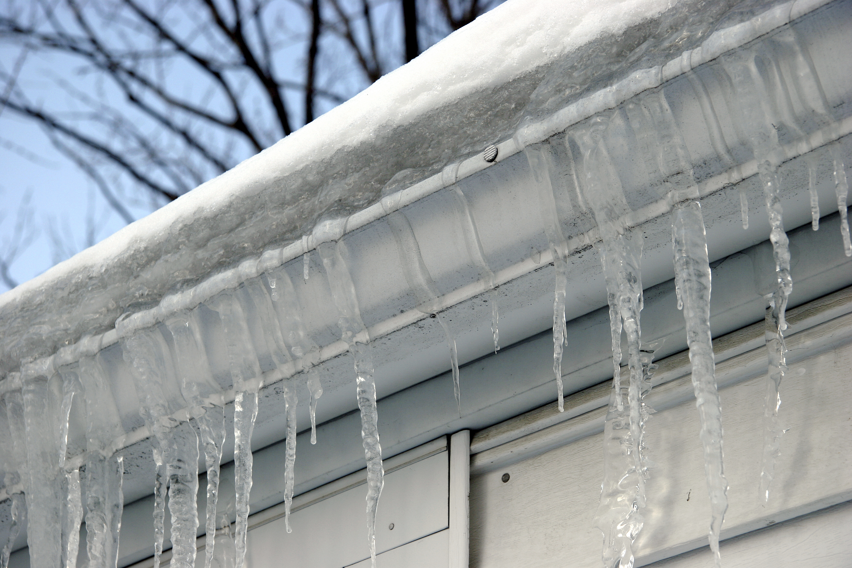 Managing midwinter leaks for Roof leaking in winter