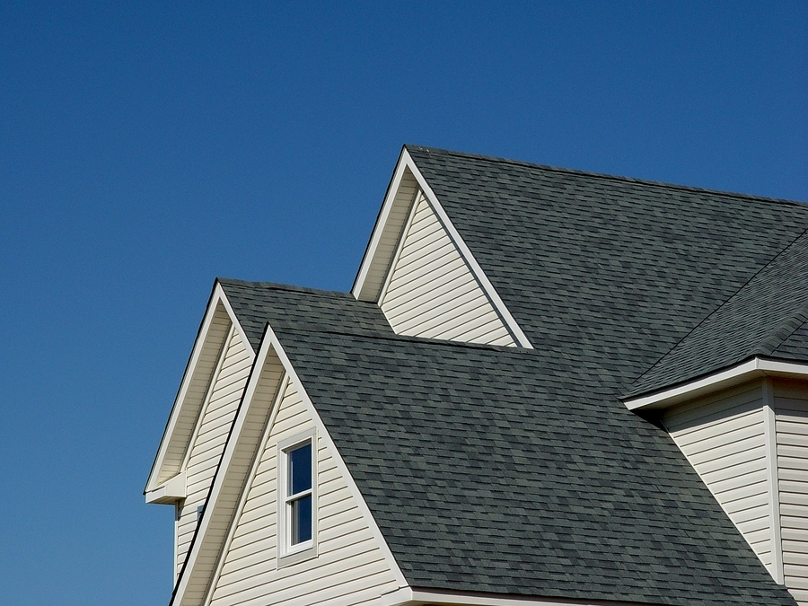 Choosing new roofing what colors work best moonworks for Best roof color