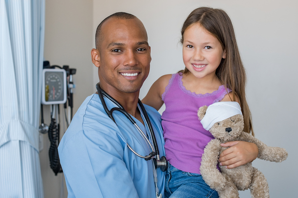 male%20nurse%20with%20little%20girl 600x - 7 Helpful Pieces of Advice for New Travel Nurses
