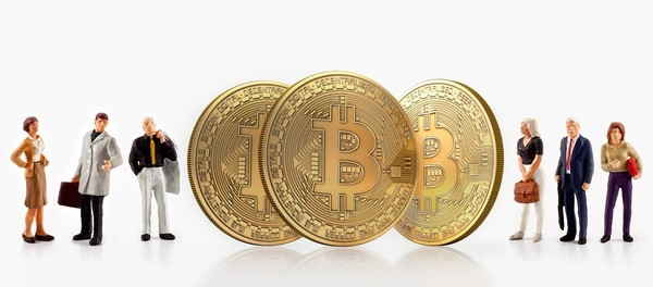 Three gold bitcoin coins.