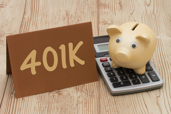 piggy on a calculator next to a sign that says 401k